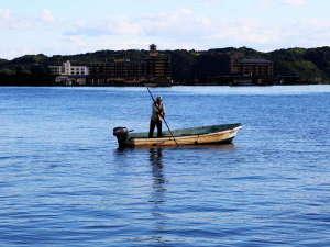 ★東郷湖のしじみ漁