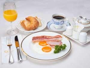 *洋朝食(一例)/アメリカンブレックファスト サラダバー、トースト&クロワッサン、卵料理
