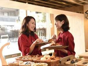 焼きたてパン&パンケーキ!カフェバル「ウブド」無料!朝食は選べる楽しさ!見て食べて心も大満足♪