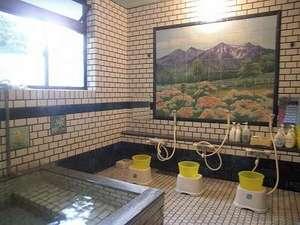 女子風呂:霊峰武尊山レンゲツツジ風呂『源泉かけ流し』温泉でゆったり・のんびりいやして下さい。