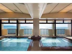 鳴門天然温泉の展望浴場は鳴門海峡を眺めながらお寛ぎ頂けます
