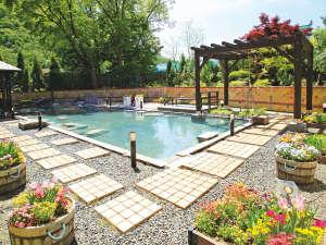 【希みの湯】大露天風呂~花の露天風呂~定山渓一の広さを誇る、開放感いっぱいの大露天風呂