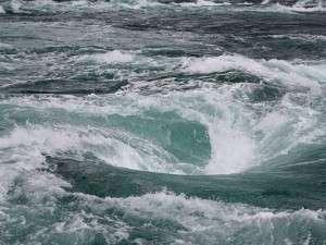 鳴門の格安ホテル 鳴門グランドホテル 鳴門の風物詩「渦潮」は船の上から見下ろす事ができます♪