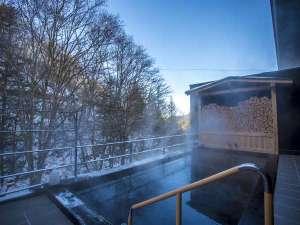 【露天風呂】冬は雪見風呂としても愉しむことができます