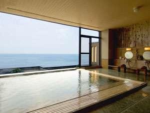 どこまでも続く水平線を眺めながら、日本海を貸し切った気分でゆったりとお愉しみくださいませ。