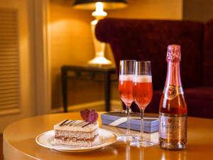 バレンタイン&ホワイトデーには、スパークリングワインとシェフパティシエが手がけるショコラケーキを