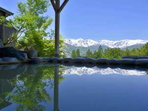お風呂の景色に感動したことがありますか?それも山で。それを叶えるのがこの露天風呂です。
