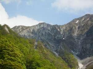 春の元谷からの大山