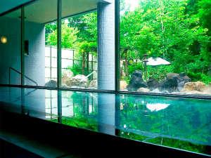 大浴場利用時間は、11:00~25:00、5:00~9:00。サウナは、24:00まで。