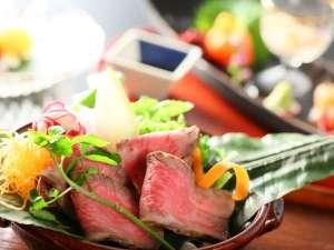 【萬】夏のイメージ台の物は信州牛の和風ローストビーフです!