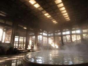 湯気にけぶる桃山風呂