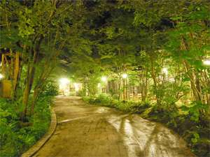 【二本の葦束 エントランス】約4500坪の庭は風情があり、散策にもぴったりです