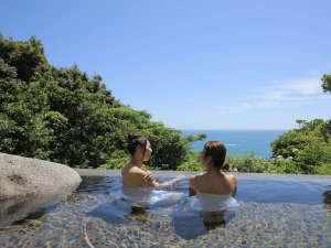 開放感たっぷりの「岩風呂」から熊野灘を一望