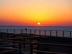 空と海のテラスから望む日の出