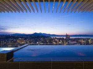 てんくう露天風呂:地上80mから大分の豊かな海と山を見渡せる圧倒的な開放感をお楽しみください。