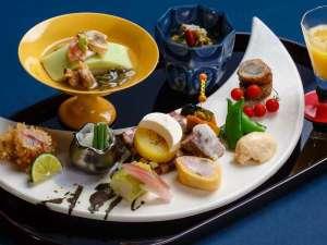 """和食会席の見た目も美しい前菜。ここでも""""月""""がモチーフに♪"""
