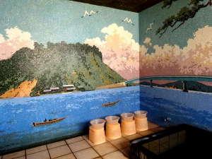 日本一の広さを誇る「湖山池」をモチーフにしたタイル壁のお風呂。貸切で、24時間お入りいただけます。