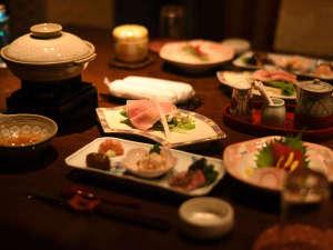 お席には、鍋・煮物・蒸し物・お造りなどのお手前料理をご用意