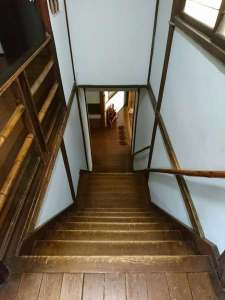 本館 階段