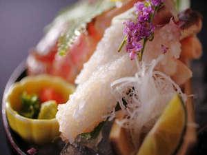 ◆日本海で獲れた新鮮な「活松葉蟹」のお造り♪