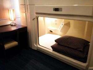 ロイヤル仕様個室カプセル下段タイプ「広々カプセル内で快適な眠り心地を・・・」※男性専用/全室禁煙