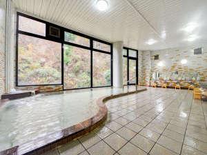 *【大浴場】自家源泉100%のラジウム泉。湯冷めしないと評判のお湯をご堪能ください。