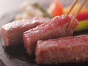 【鳥取和牛の陶板焼き】肉質柔らかな鳥取和牛のうま味が口いっぱいに広がります♪