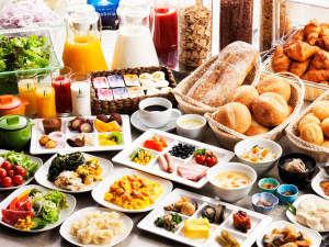 北海道産食材を中心とした60品目以上の島の恵みが届けてくれる体と心にやさしい朝食ビュッフェ。