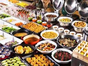 夕食イメージ北の味覚、雲丹や蟹をはじめ利尻昆布を使った海の幸、新鮮な野菜等の夕食ビュッフェ。