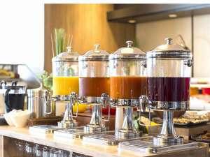 自慢の50種類の朝食ビュッフェ