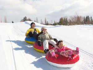 【スノーアクティビティ】「スノーチュービング」は子供も大人も楽しめる冬の定番アクティビティ