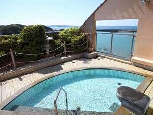 紀州の美しい海岸線と大海原を一望できる展望露天風呂。