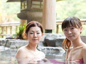 温泉に着いたら、まずは露天風呂。いいお湯ね。時間のたつのも忘れそう。