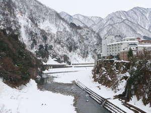 ≪冬の外観と黒部峡谷≫