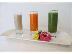 ファスティング朝食 3色の野菜や果物でつくるジュース