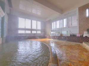 """*大浴場/鉄分を含む、やや赤っぽい泉質は""""熱の湯""""としても有名。湯上がりの保温状態に定評があります。"""
