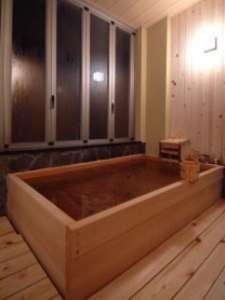 ひのき風呂        檜に包まれてリラックスして下さい。