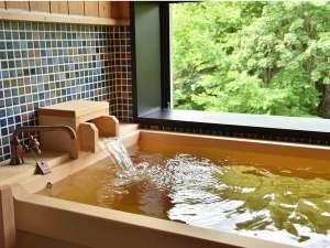 ●客室檜風呂●全客室で自家源泉をお愉しみいただけます。