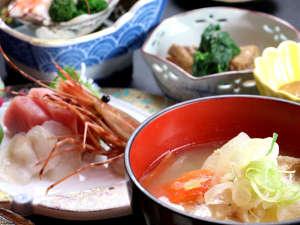 【お食事一例】女将手作り、旬の海の味覚をふんだんに使用したお料理です。