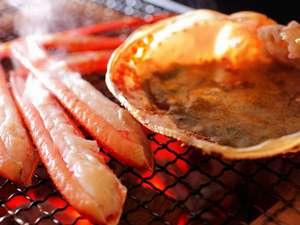 間人ガニの甘みを堪能するなら炭火焼きが一押しです。