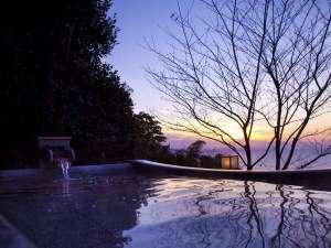 夢うつつ 間人の地が奏でる幻想的な風景美に包まれる 大浴場 空の雫 露天風呂でごゆるりと