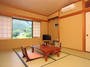 『和室京間10畳』お布団は、プライベートに配慮しお客様ご自身でお敷きいただいております。