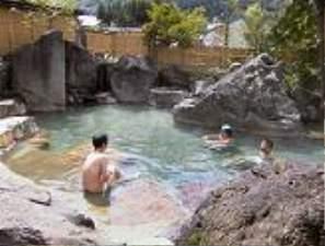 岐阜の紅葉スポット近くの温泉宿・紅葉露天のある宿県 ペンション ヨーデル
