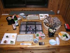 夕食の一例。季節によって内容は異なります。