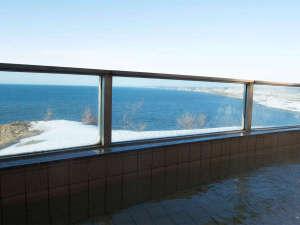 *露天風呂一例/冬の日本海の波涛を眺めながら、天然温泉で体の芯から温まろう♪