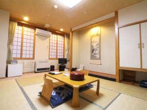 *東館和室8畳一例/ファミリーやグループに人気の和室。海側にあり、日本海の眺望も楽しめます。