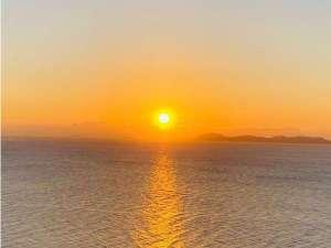 穏やかな播磨灘から昇る朝日