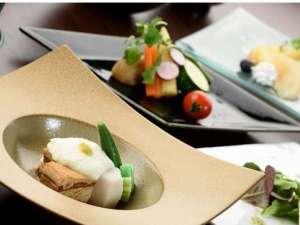 ご夕食イメージ。献立は月ごとに、季節の味をご用意しております。
