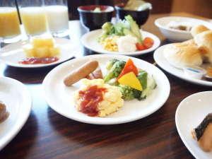 【和洋朝食バイキング/6:30~9:00】皆様の一日の始まりをサポートいたします。