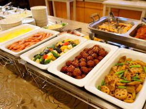 【朝食バイキング 6時30分~9時】 前売り800円、当日券は1000円です。